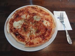 3種チーズのピッツァ