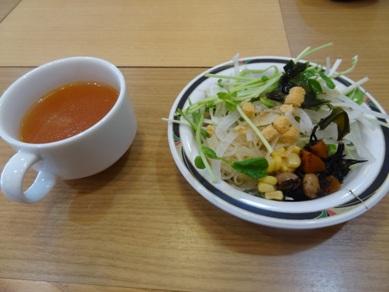 サラダバーとスープ