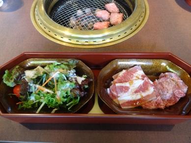 石焼ビビンバランチのサラダと焼肉