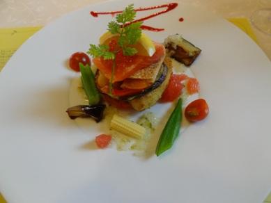 お魚料理の「メカジキのカツレツと炙りサーモンのミルフィーユ」