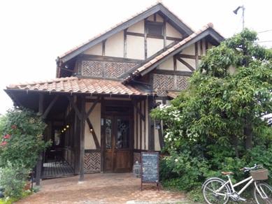 カフェ サルーテのお店の外観2