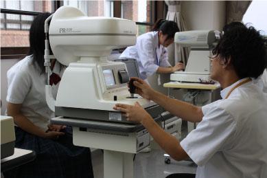 【視能訓練士科】角膜の形を測る検査体験