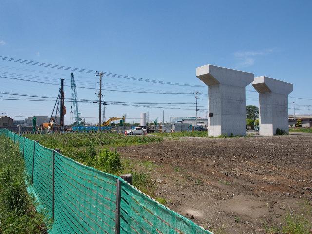 国道4号線との交差部。ようやく橋脚工事開始。