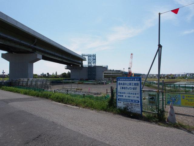 画面右端が東北新幹線付近。架設工事区間も残り僅か。