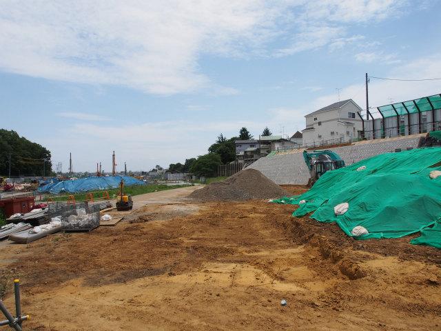 小塚山トンネル付近から湾岸線方面。