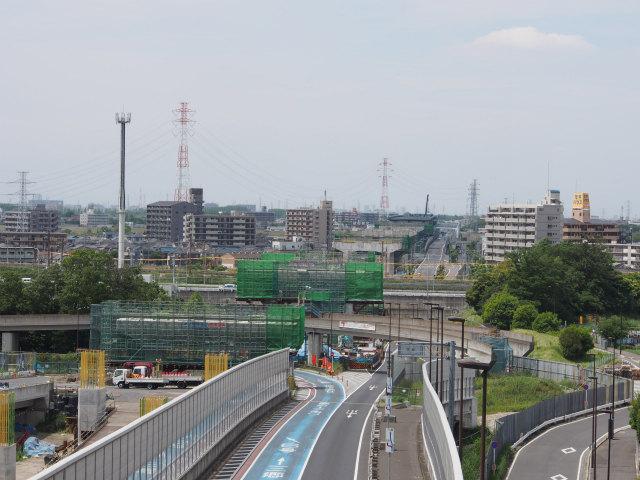 ズームで江戸川渡河部を。橋脚等も出来てきました。