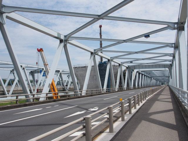 江戸川渡河部の架設終了迄もう少し。