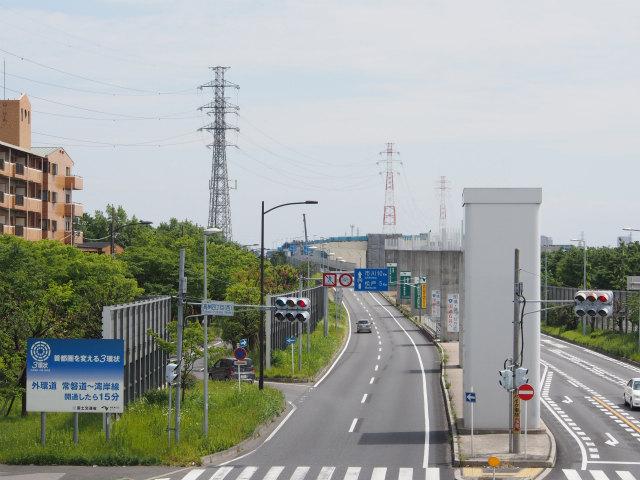 三郷市内の歩道橋から。