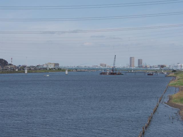 上流側では妙典橋の橋脚工事。