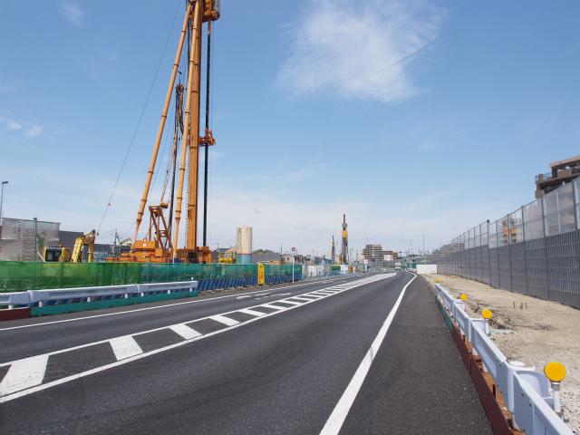 背中側の京葉道路方面。基礎工事かな?