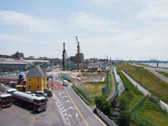 新行徳橋から湾岸方面。企業の寮が無くなってました。