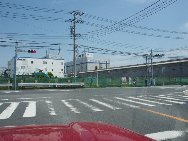 右の工場が一部引っかかっているらしく。