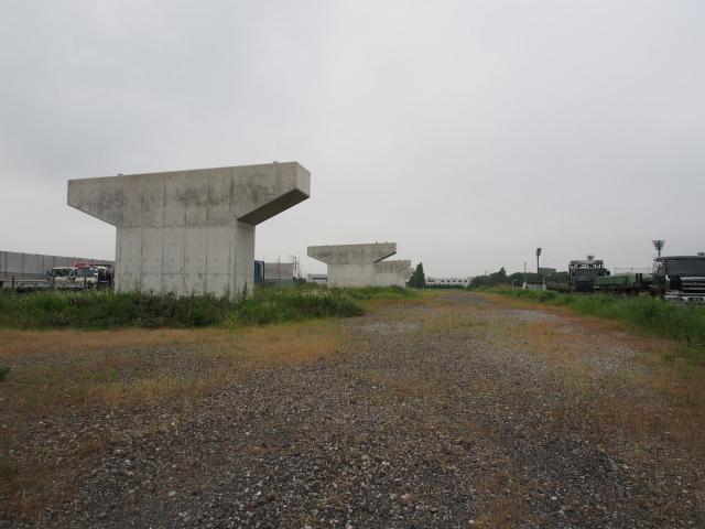 埼玉県との県境部分。画面奥が埼玉県方面。