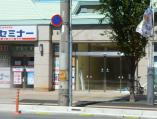 向かいの店舗