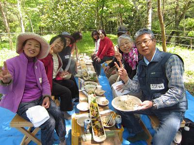 IMG_0771 ⑩ 野外での食事会