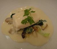 真鯛のヴァプール 白菜と茸のラグー/ジャガイモでリエしたソース・コキヤージュ