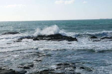 強風で海は時化