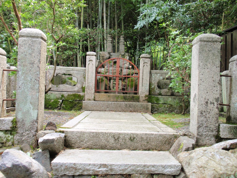 安楽寺・鈴虫、松虫の墓