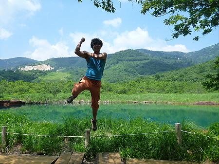 夏の赤沼01(2012.7.31)ジャンプ!