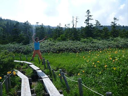 夏の黒谷地湿原29(2012.7.31)ジャンプ!