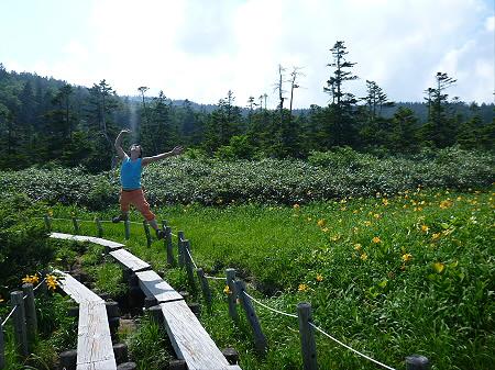 夏の黒谷地湿原01(2012.7.31)ジャンプ!