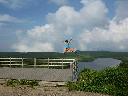八幡平山頂散策51(2012.7.31) ジャンプ!