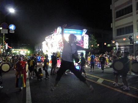 さんさ最終日01(2012.8.4)ジャンプ!