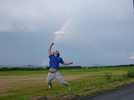 上坊牧野の虹と夕焼け01(2012.8.10)ジャンプ!