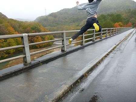 松川渓谷玄武岩01(2012.10.23)ジャンプ!