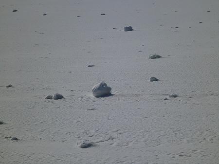 上坊牧野の自然雪玉07(2012.4.5)