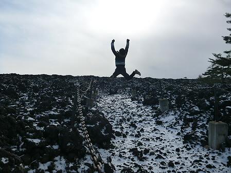 焼走り熔岩流01(2012.12.5)ジャンプ!