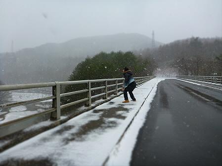 森の大橋01(2012.12.5)ジャンプ!