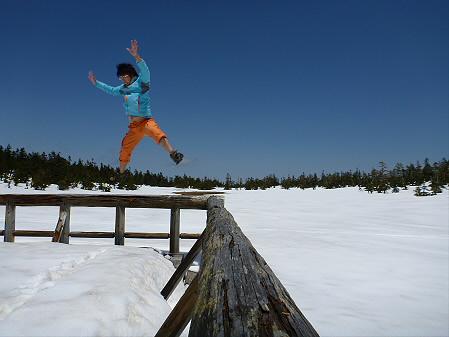 黒谷地湿原散策01(2012.5.13)ジャンプ!