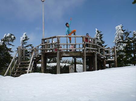 八幡平山頂散策20(2012.5.13) ジャンプ!
