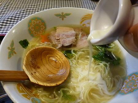 まるかん食堂の豆乳あとかけラーメン15(2012.5.24)
