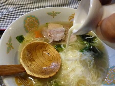 まるかん食堂の豆乳あとかけラーメン16(2012.5.24)