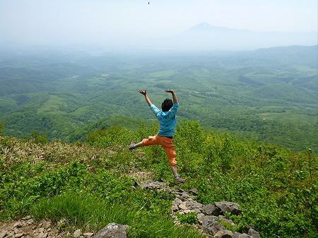 七時雨山山開き01(2012.6.3)ジャンプ!