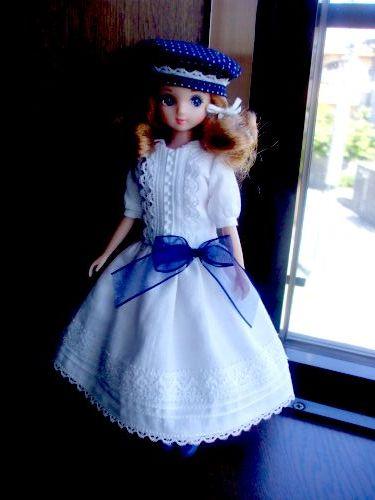 白ドレス ドットベレー帽 全身