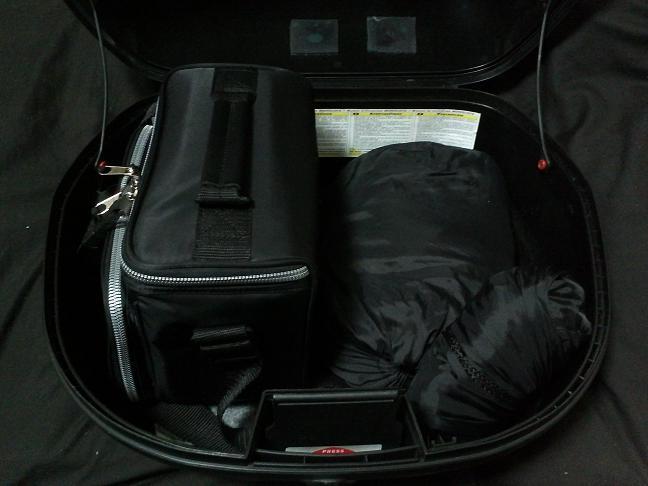3 右側バッグ