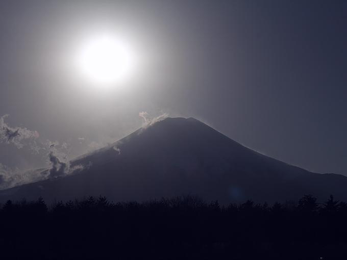 ダイヤモンド前の富士山(2012年12月 花の都公園)