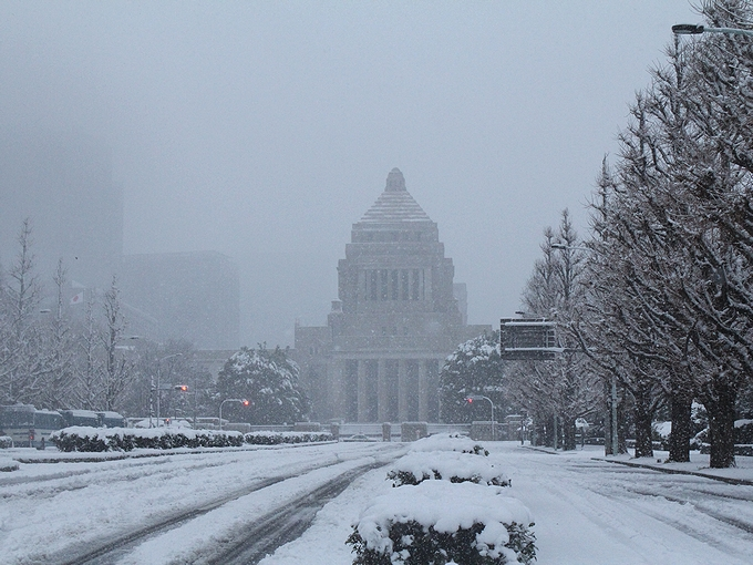 雪の国会議事堂前(2013年1月14日)