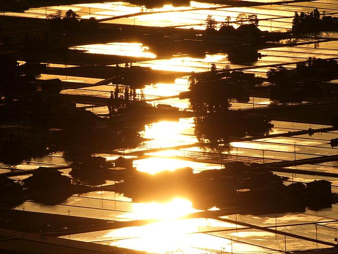 光り輝く散居村 富山県砺波市