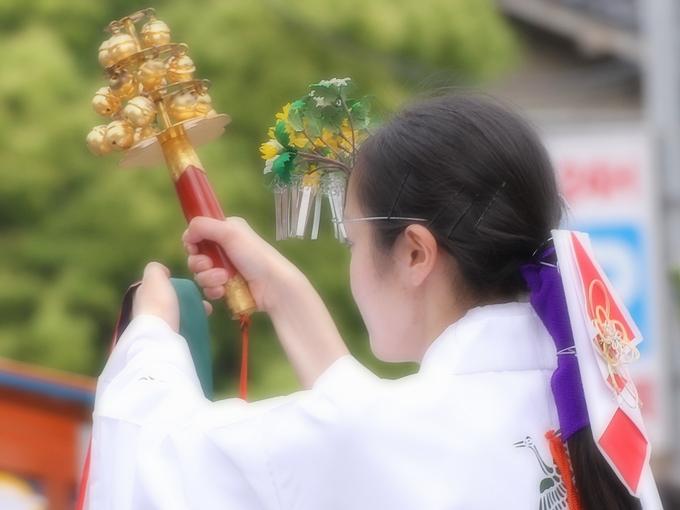 巫女さんの舞い 百万石行列尾山神社前