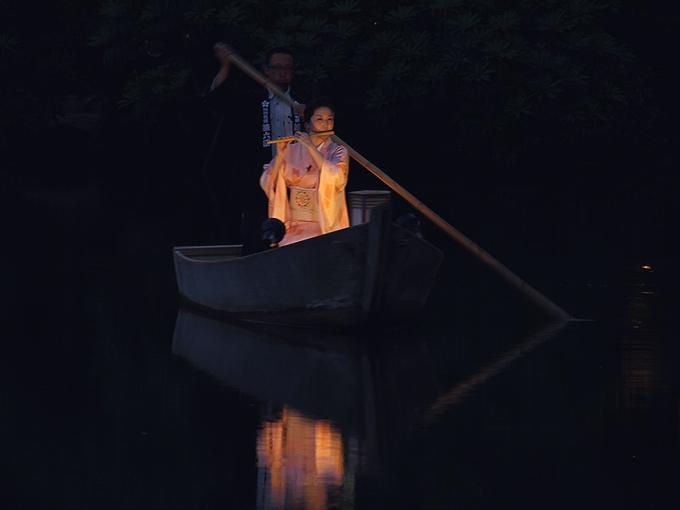 兼六園ライトアップ 霞ヶ池と小舟と