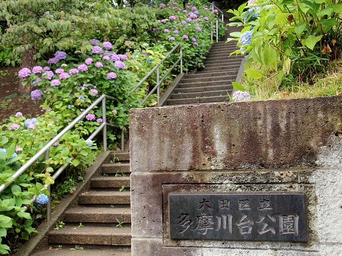 多摩川台公園の門 多摩川駅前