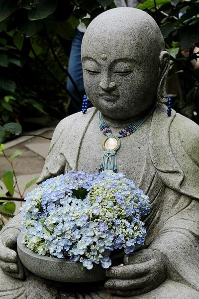 明月院 お地蔵さんと紫陽花