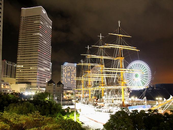 コスモクロックと日本丸 横浜みなとみらい