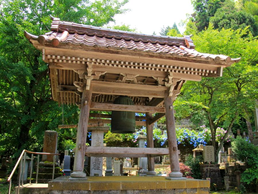 金沢市本興寺の鐘楼
