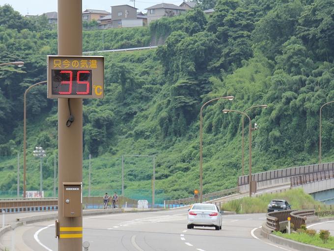 猛暑日の温度計 金沢市