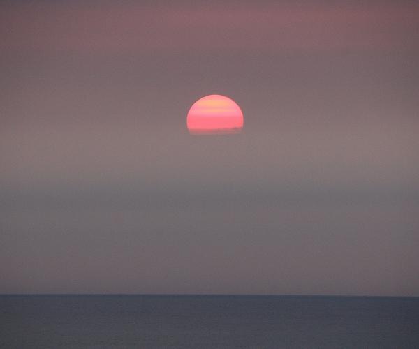 雲に飲み込まれる夕日 石川県白山市
